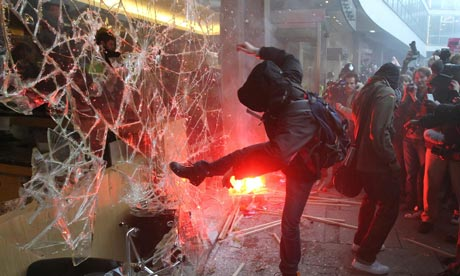 London-Riots-looting.jpg